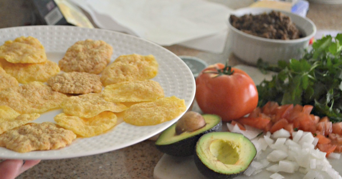 keto microwave nachos and topping