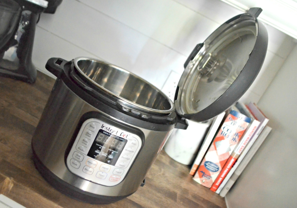 instant pot and lid