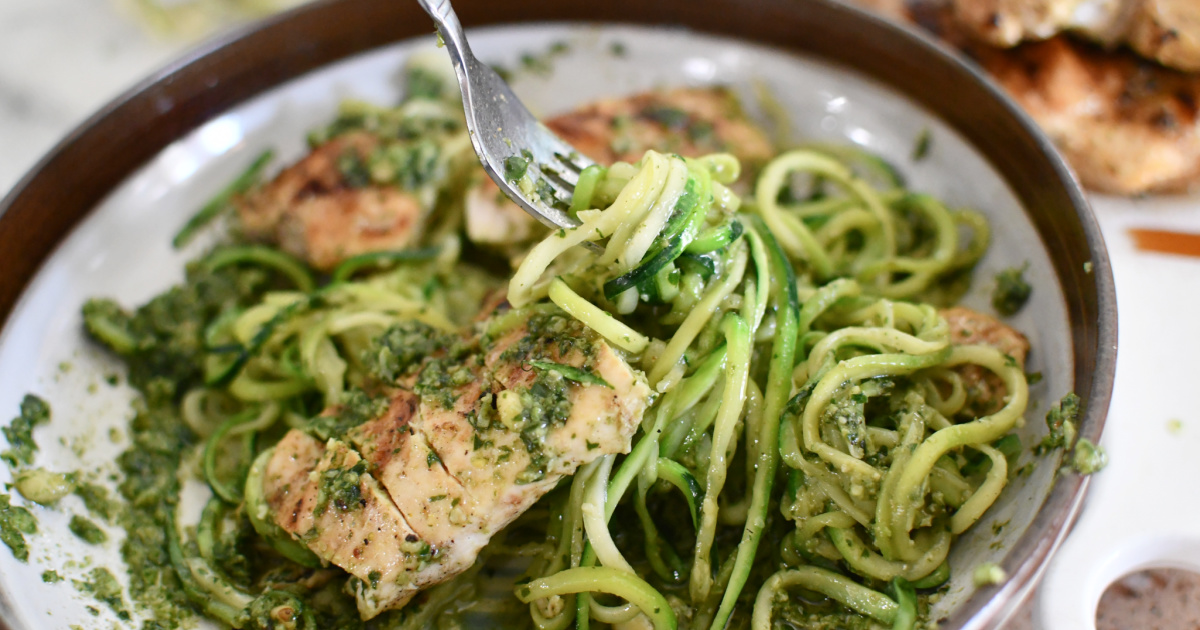 easy pesto chicken with zucchini noodles