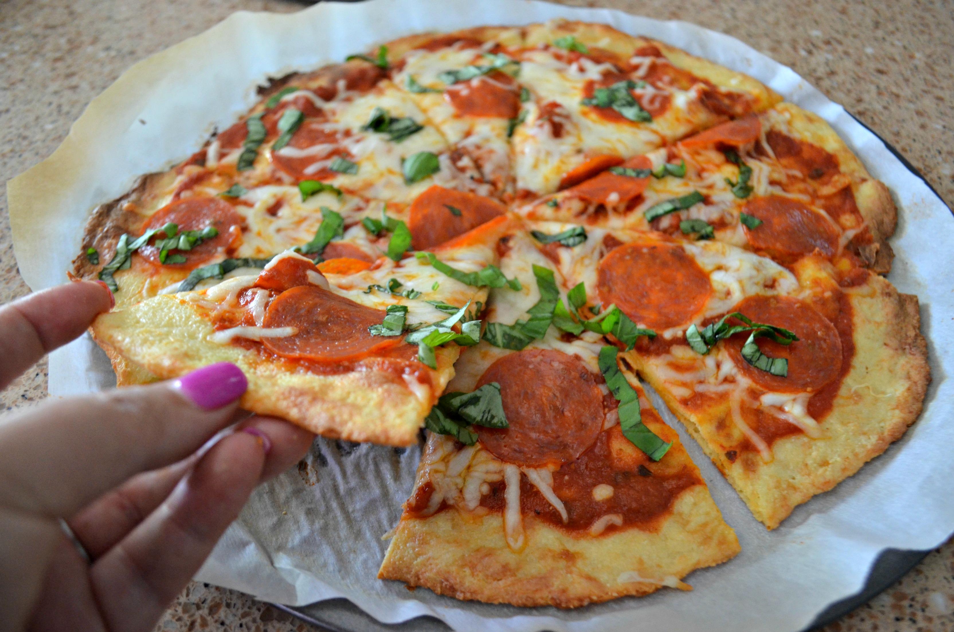 We compare the best keto pizza crust recipe | Here: Fathead