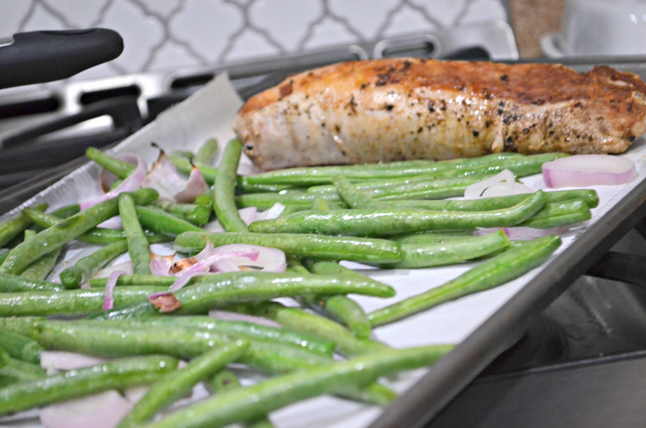 Low-carb Home Chef meal kit options include fresh meat and green beans
