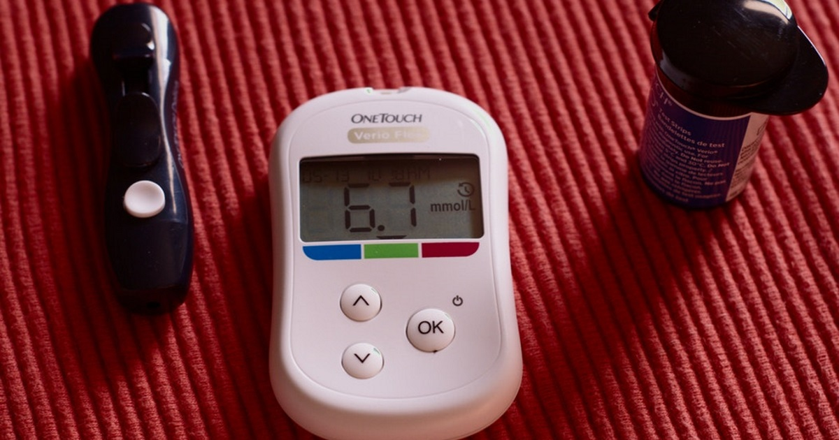 ask a nutritionist about diet soda, diabetes, and limiting-calories - blood glucose monitoring items