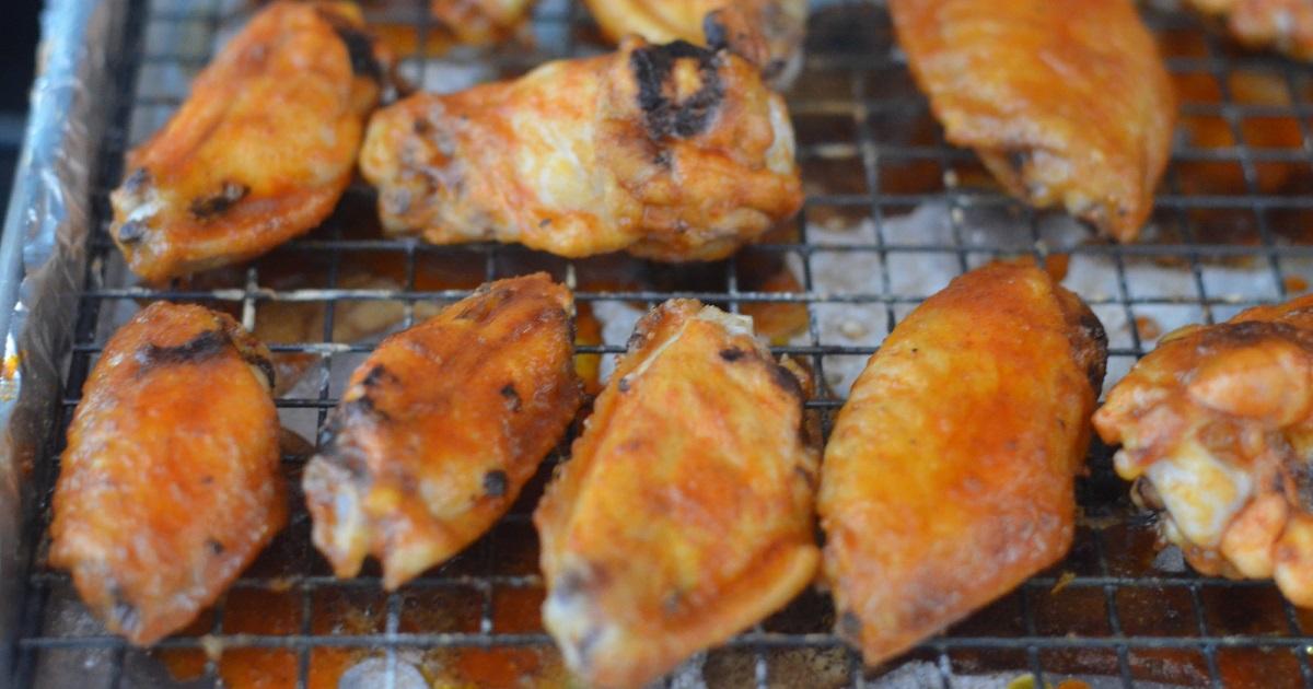 easy keto sriracha wings – cooked on a baking rack