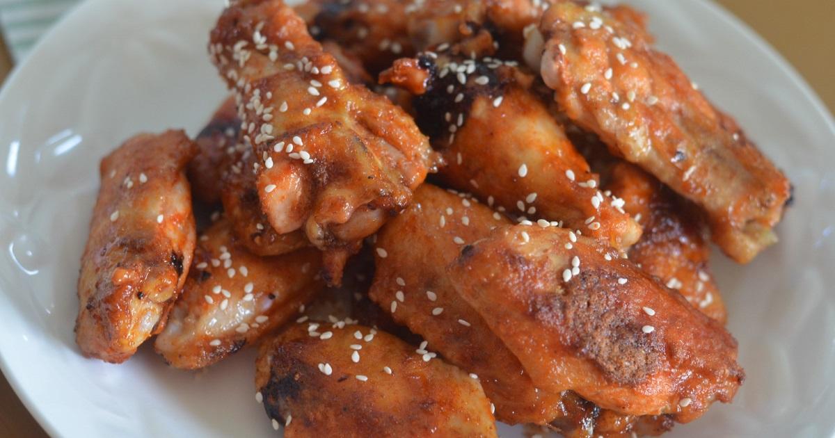 easy keto sriracha wings - plated
