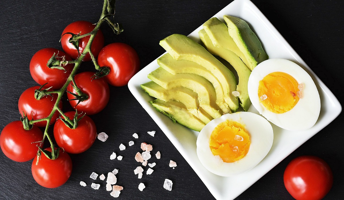 best keto diet vitamins and supplements — avocado, hard boiled egg, and tomatoes on plate