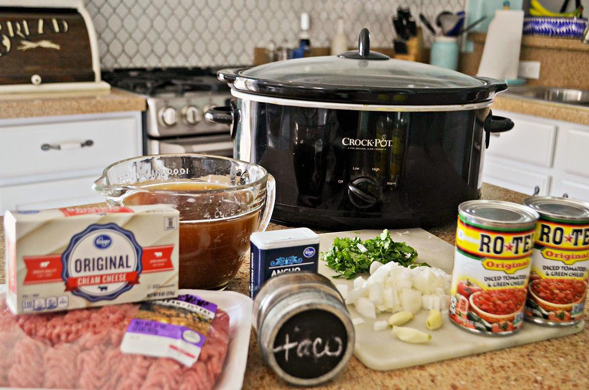 slow cooker keto taco soup