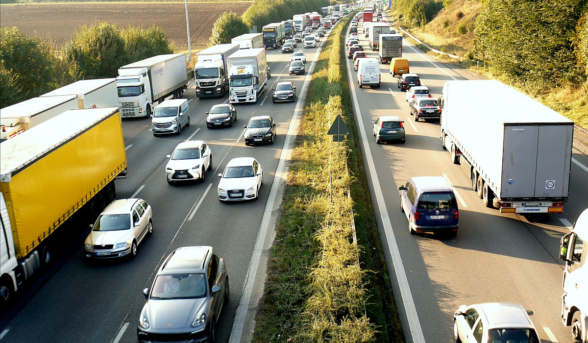 keto and cholesterol facts — traffic jam image for cholesterol analogy