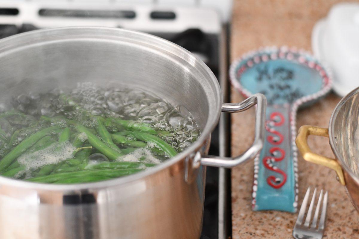 Keto Bacon Wrapped Green Bean Bundles – green beans boiling