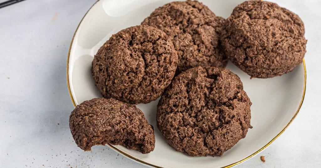 plate of keto brownie cookies