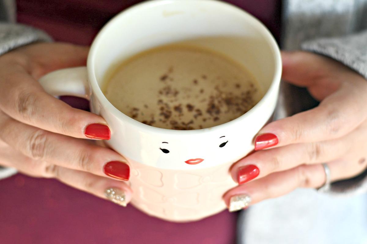 bulletproof coffee keto drink – mug of frothed coffee