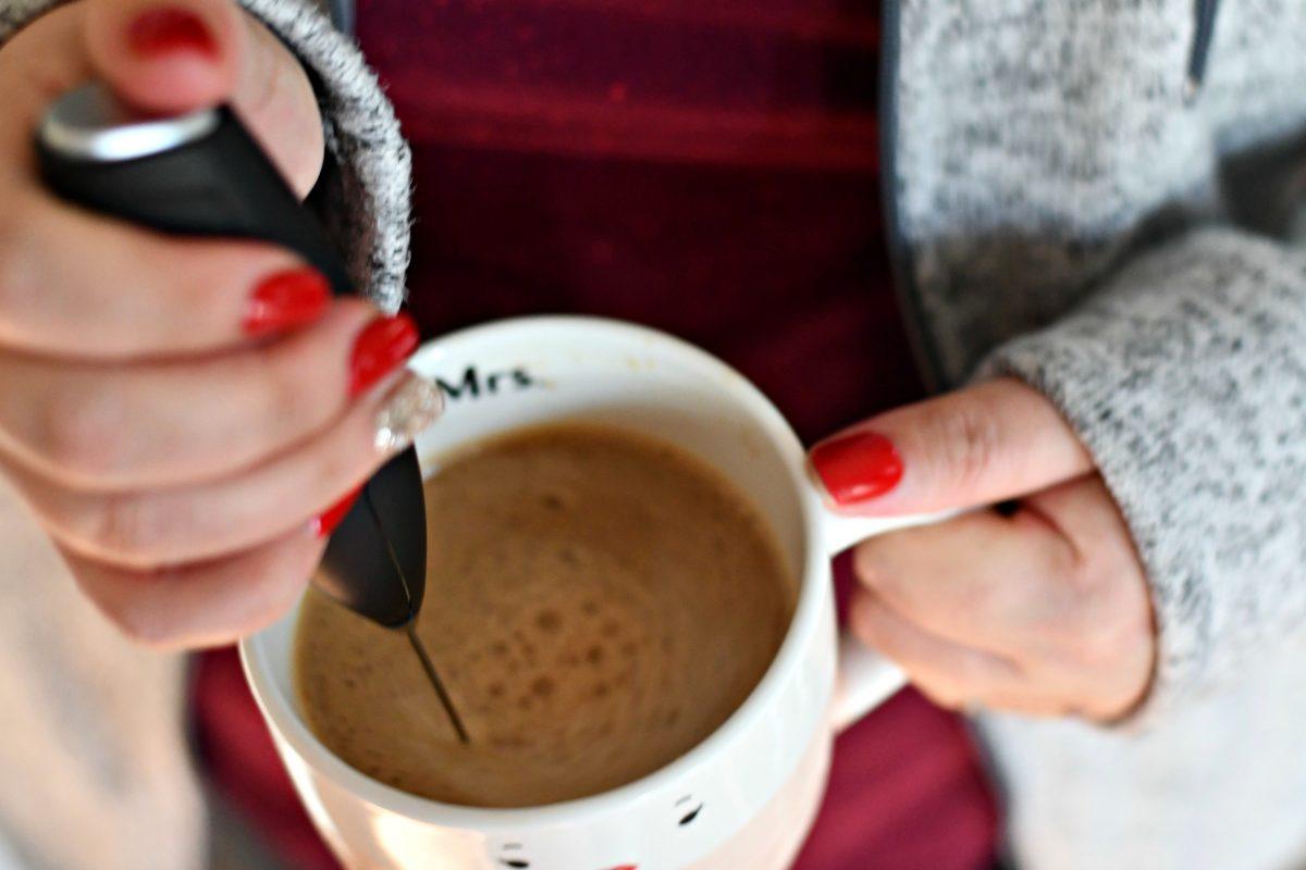 bulletproof coffee keto drink – frothing up the coffee