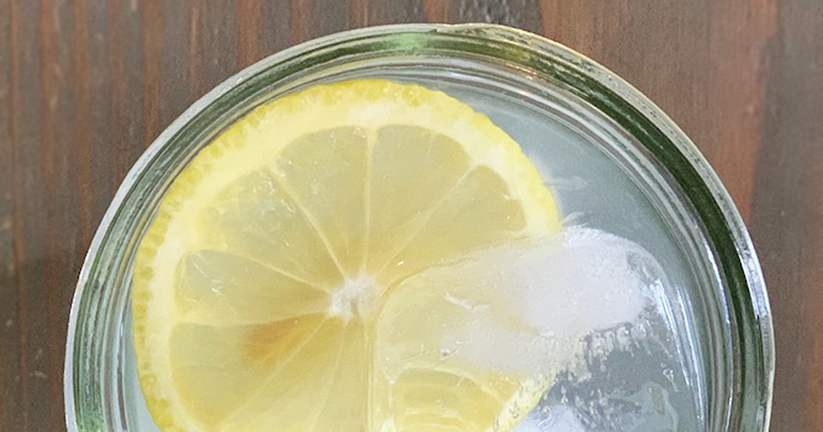 citrus water with a bright yellow slice of lemon and ice