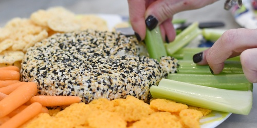 Keto Everything But the Bagel Cheese Ball – Only 3 Ingredients!