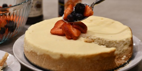 This Easy Keto Sugar-Free Cheesecake is a Crowd Pleaser
