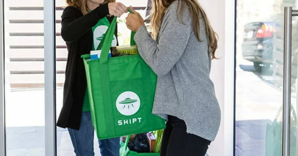shipt shopper delivering groceries to home