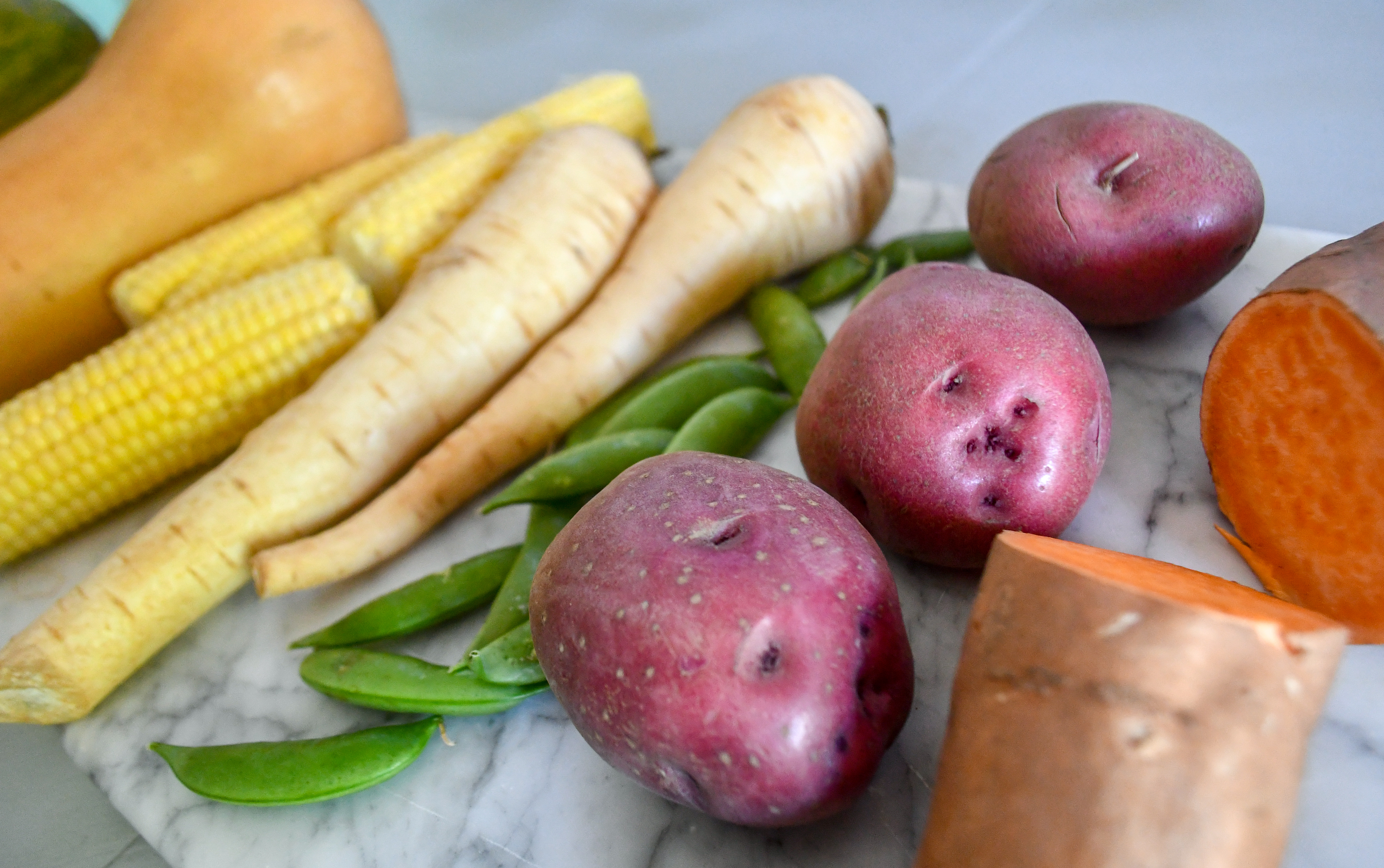 high carb vegetables not suitable for keto: corn, sweet potatoes, and peas