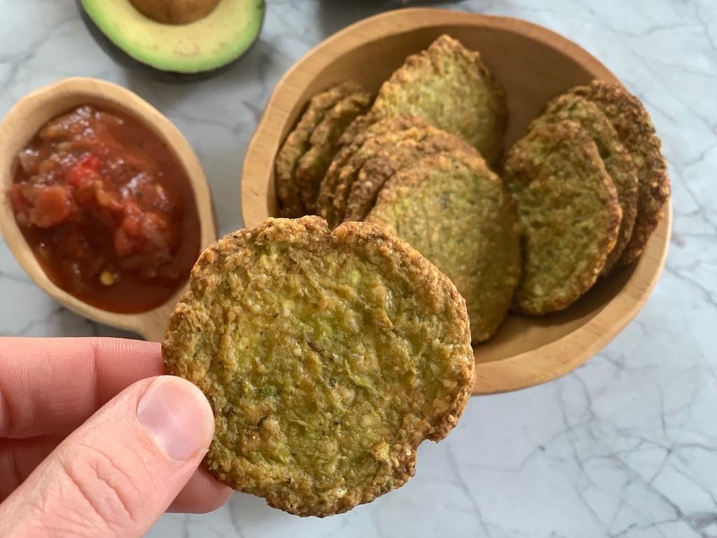 Keto avocado chips with salsa