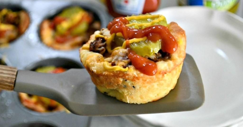 Keto-Cheeseburger-Muffins
