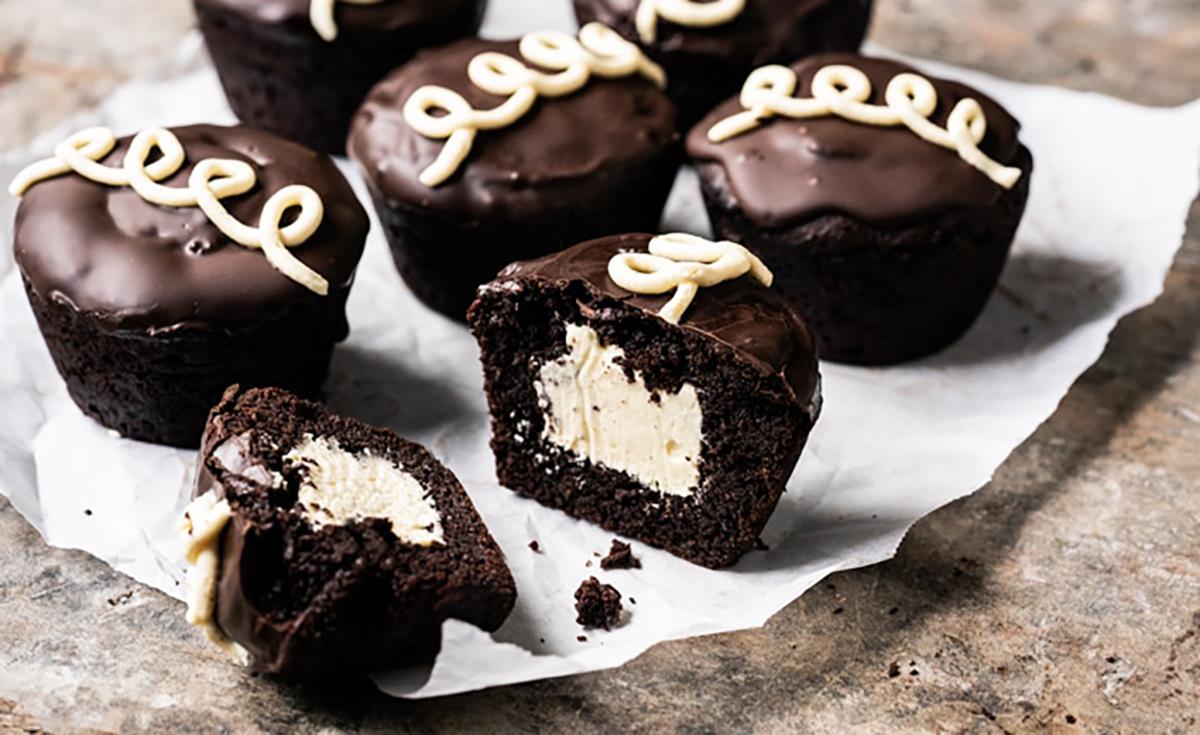popular keto desserts — keto hostess cupcakes