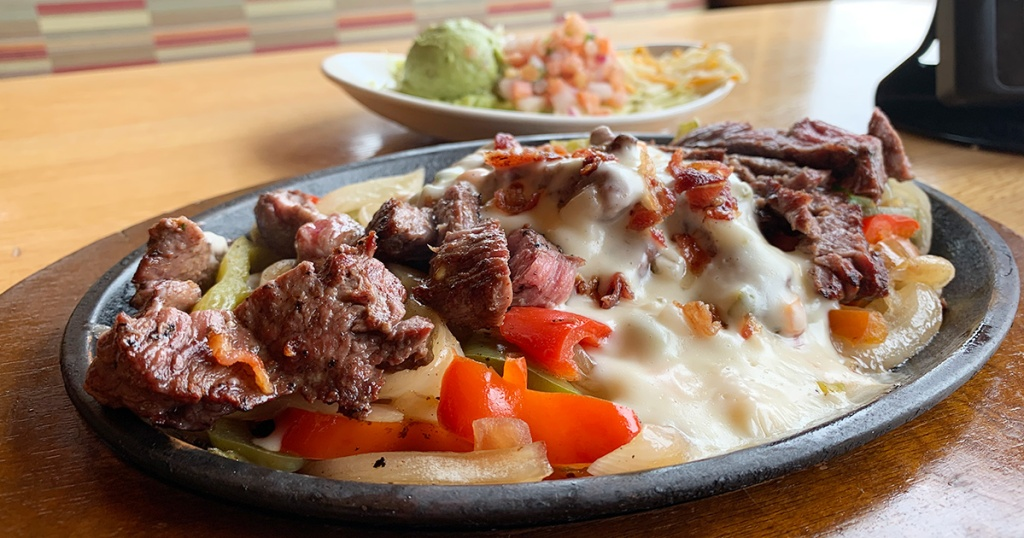 close up of applebee's fajita queso platter