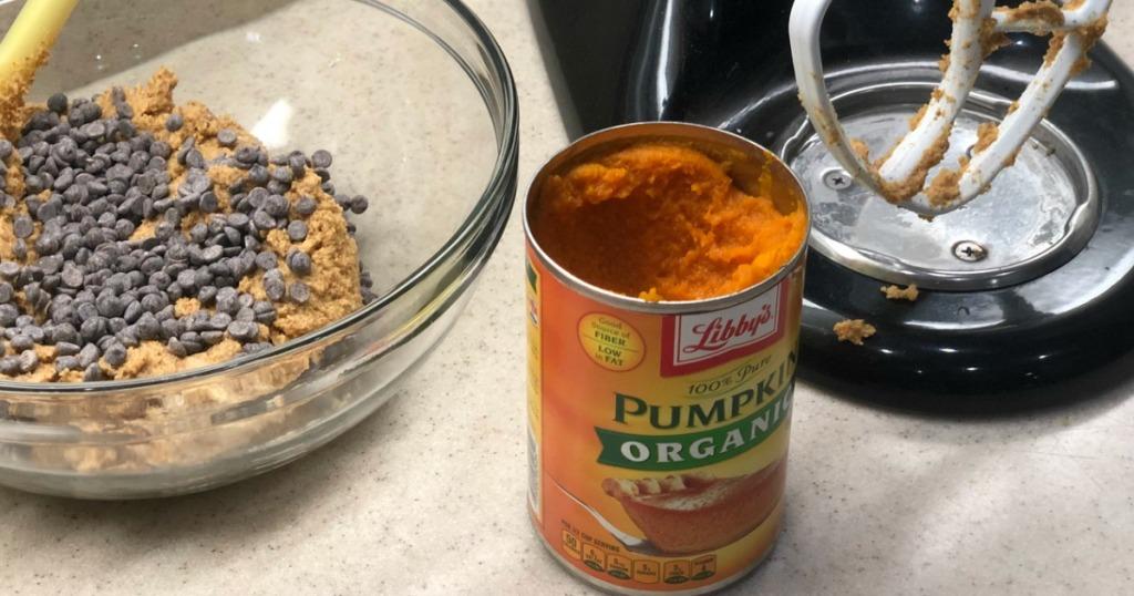making keto pumpkin chocolate chip cookies