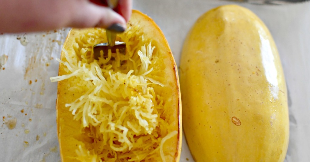 using a fork to remove spaghetti squash