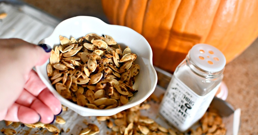 roasted pumpkins seeds with everything but the bagel seasoning