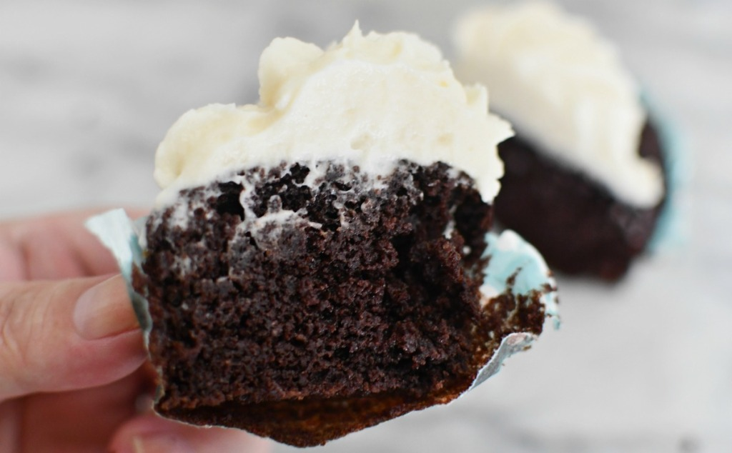 keto chocolate cupcakes from swerve