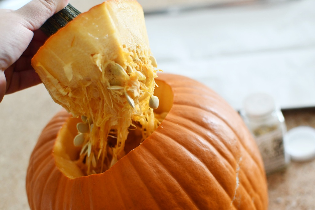 removing seeds from pumpkin