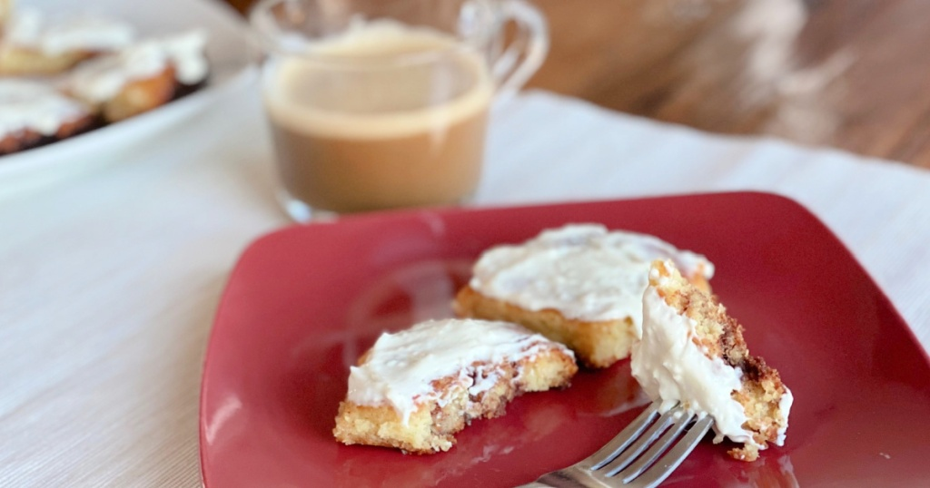 low carb cinnamon rolls on a plate