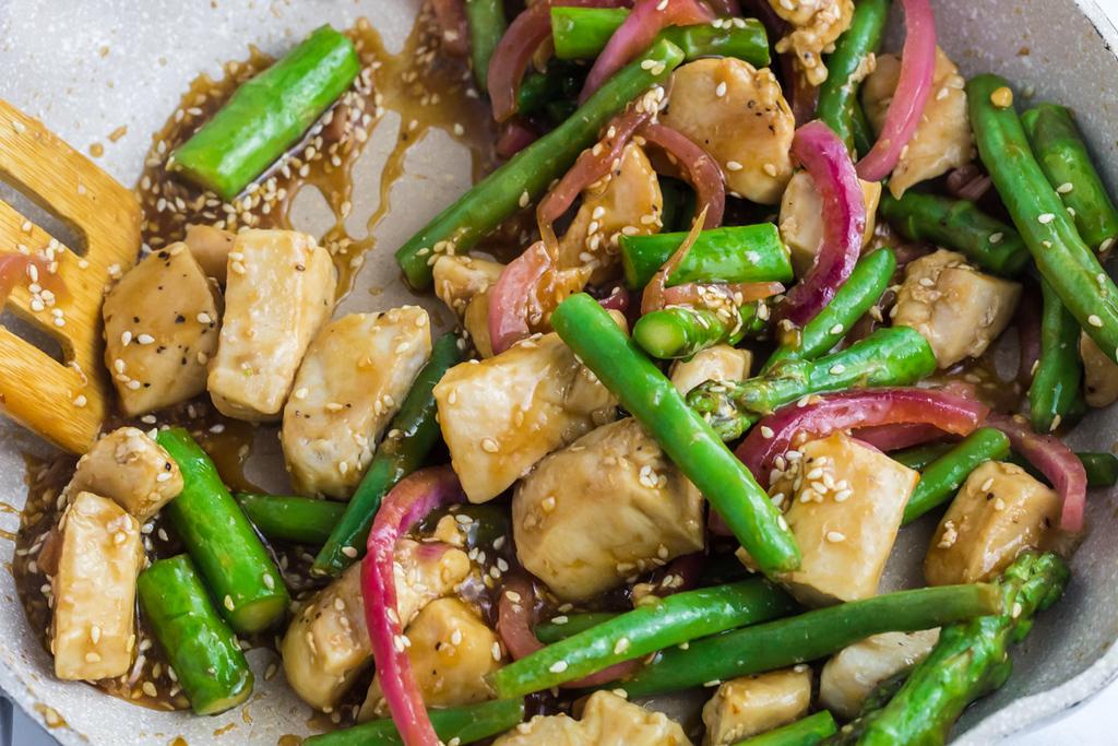 keto teriyaki sauce with veggies and chicken