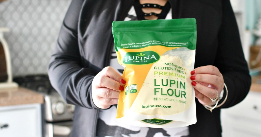 woman holding lupin flour