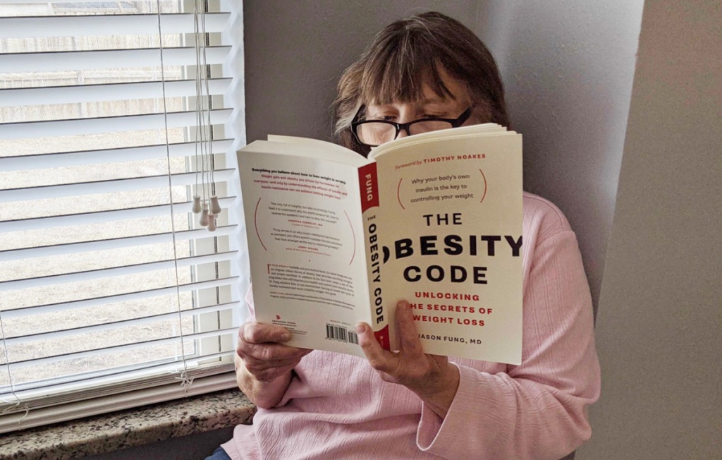 woman reading the obesity code