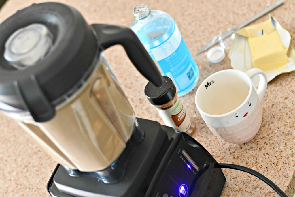 bulletproof coffee ingredients with blender