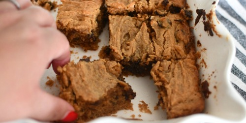 These Peanut Butter Chocolate Chip Cookie Bars Are a Must-Try Keto Treat