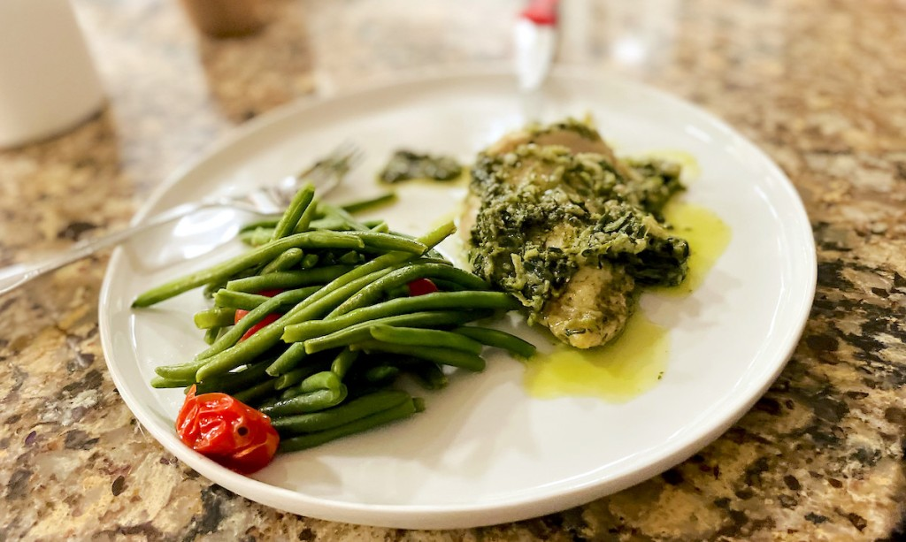 white plate with chicken and green beans