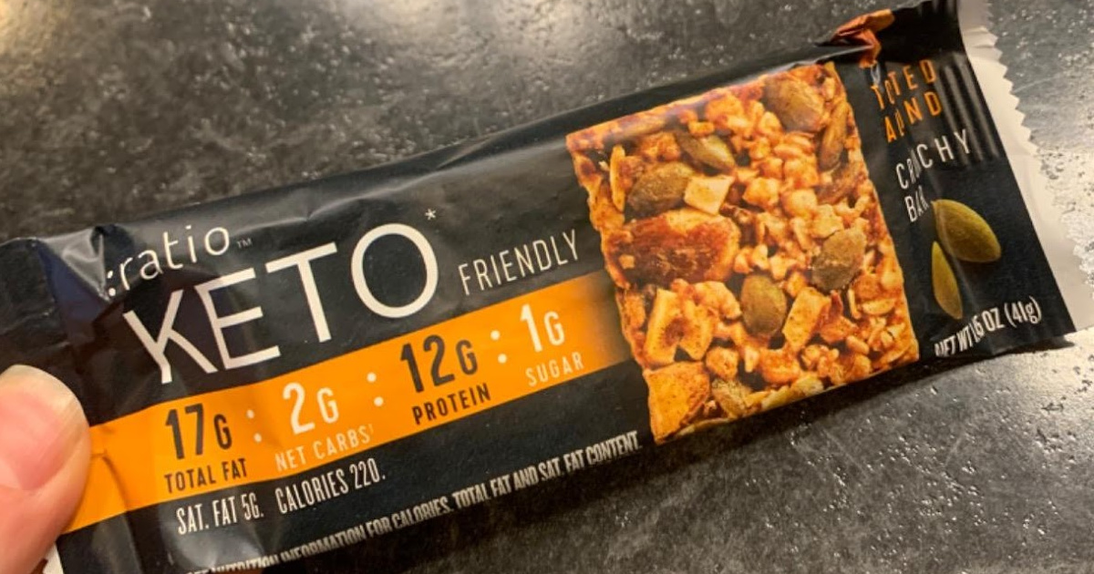 hand holding ratio KETO bars