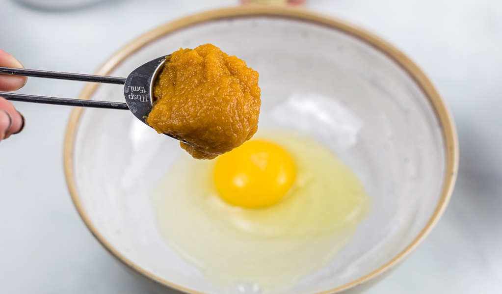 adding pumpkin puree to egg for chaffle batter