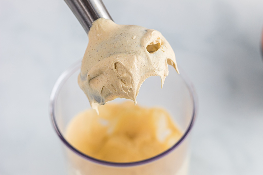 immersion blender with pumpkin whipped cream