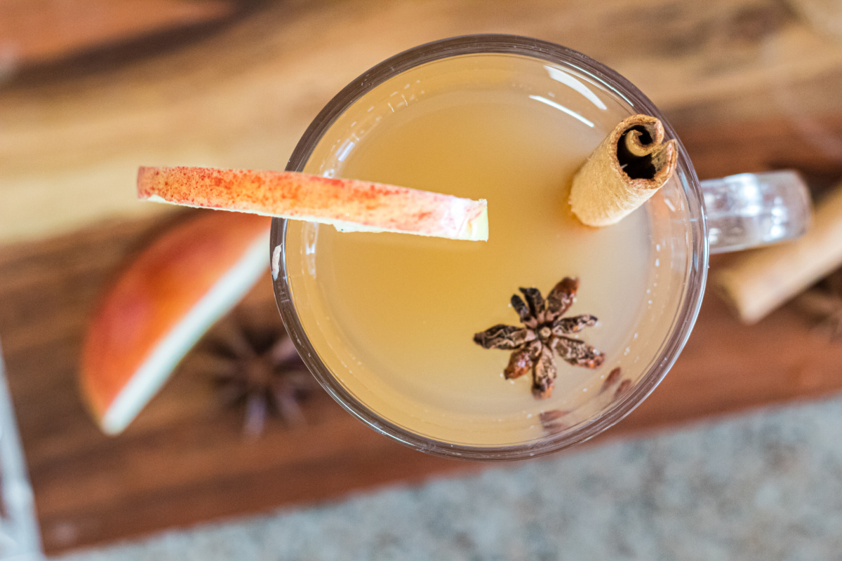 glass of keto apple cider