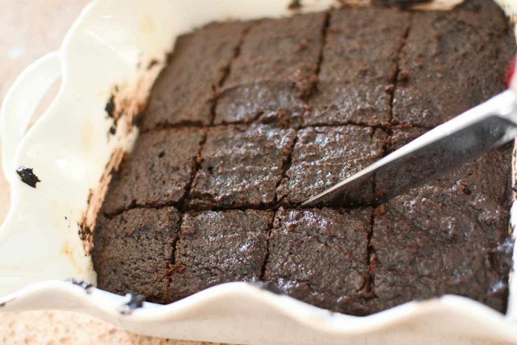 cutting Super fat brownies