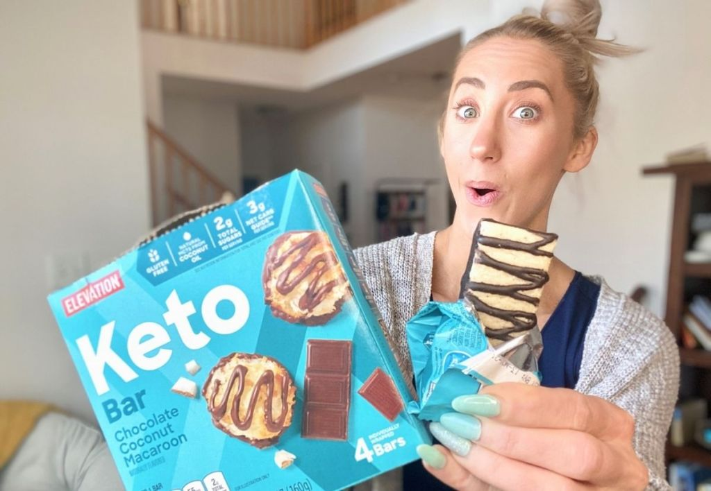A woman holding some keto snack bars
