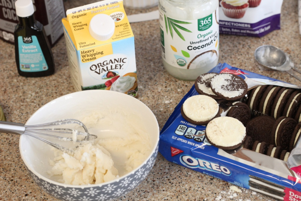 compairing filling for homemade keto Oreo's