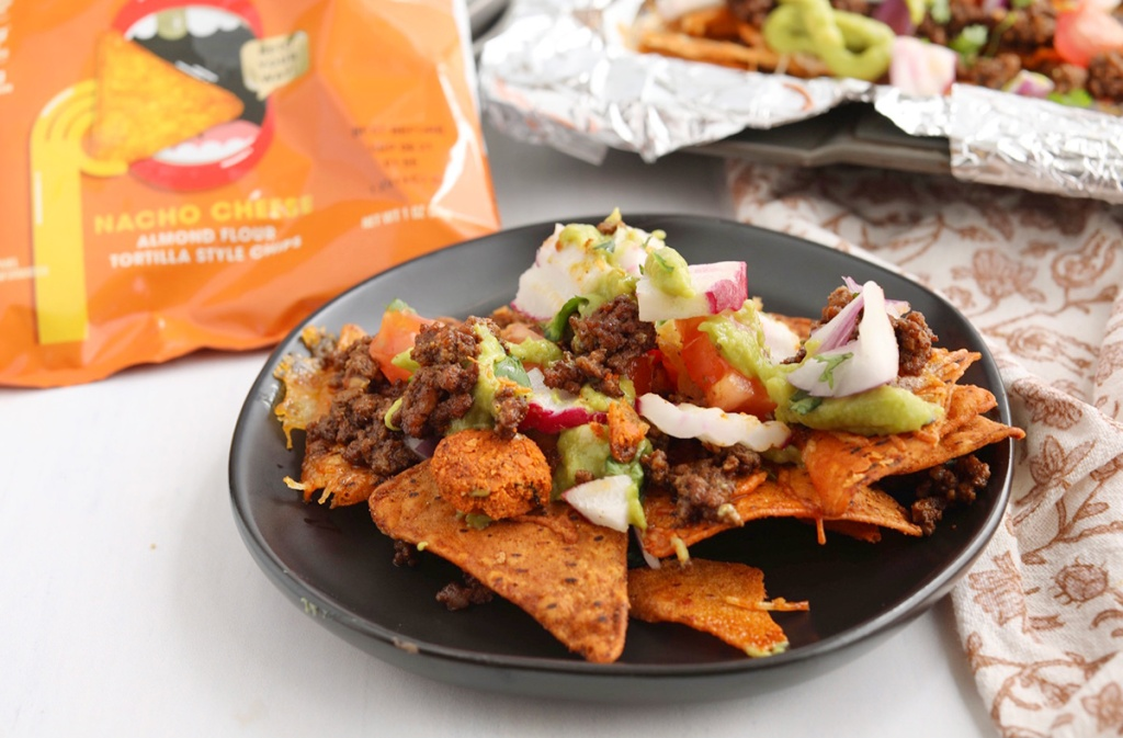 plate of hilo life keto sheet pan nachos