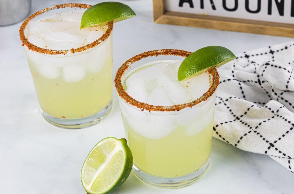 keto margarita with limes