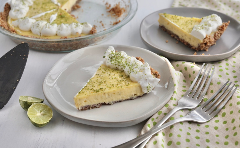 keto key lime pie on a plate