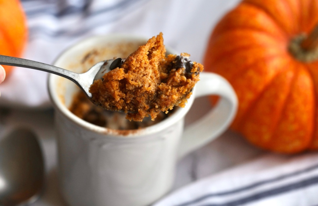 spoonful of keto pumpkin mug cake